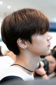 omg the piercingsss Nct U Members, Ten Chittaphon, Nct Ten, Nct Taeyong, Jaehyun, Nct Dream, Ear Piercings, How To Memorize Things, Crown
