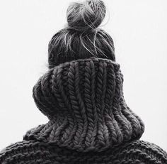 inspiration | all black | color | timeless | chic | sweater | knitwear | oversized | knit | messy bun | photography |