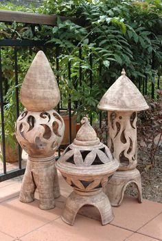 images about pottery inpirations Clay Projects, Clay Crafts, Outdoor Sculpture, Garden Sculpture, Ceramic Pottery, Ceramic Art, Japanese Garden Lanterns, Ceramic Lantern, Garden Totems