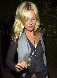 Most Memorable Kate Moss Hairstyles - Nona Gaya Hippie Chic, Boho Chic, Estilo Kate Moss, Kate Moss Hair, Kate Moss Style, Moss Fashion, Queen Kate, Mode Inspiration, Mode Outfits