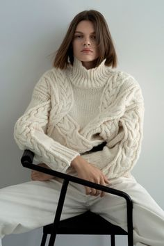 Zara's Black Friday 2019 Sale Is Going to be Huge—Here's How to Get Early Access (StyleCaster) Knitwear Fashion, Knit Fashion, Fashion Week, Jersey Oversize, Oversize Pullover, Zara Black Friday, Jersey Jacquard, Pull Torsadé, Looks Street Style