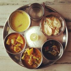 Bengali rohu fishthali Indian Meal, Indian Food Recipes, Ethnic Recipes, Palak Paneer, Meals, Power Supply Meals, Meal, Indian Recipes, Lunches