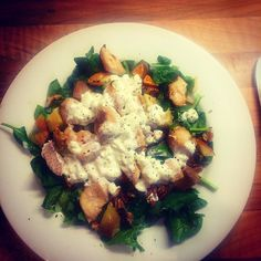 Chicken Sweet Potato Apple Nuts Spinach with a covering of Cottage Cheese ##365strength #teamkingsbury #mealprep #eatingclean #gettinglean #summerbodymadeinwinter #12weekplan