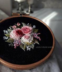 #Regram via @lovelyhouse_antik Thread Art, Needle And Thread, Bullion Embroidery, Embroidered Roses, Crochet Motif, Beaded Jewelry, Decorative Plates, Cross Stitch, Beads