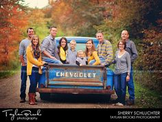 Family TaylanBrooks_Krejci-001 Large Family Poses, Family Picture Poses, Family Picture Outfits, Family Posing, Family Portraits, Picture Ideas, Photo Ideas, Farm Family Pictures, Summer Family Photos