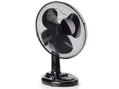 Refresh your environment this summer with the elegant Tristar desk fan! With this oscillating fan you can better stand the summer heat. It's practical and easy to use, and has three speed settings. It has a diameter of 30 cm and it measure.