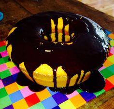 Bolo de cenoura com calda de chocolate. Nossos bolos feitos com amor e carinho para você! Orçamentos e encomendas: queroacucarbolos@gmail.com e pelo celular e whatsapp (21) 98056-6621