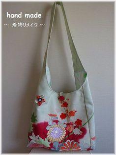 ご覧いただきまして誠に有難うございます。ハンドメイド 着物 リメイク バッグです。お花の刺繍がゴージャスです。バッグ内側には、ポケットが付いています。★ 素材...|ハンドメイド、手作り、手仕事品の通販・販売・購入ならCreema。 Kimono Fabric, Fabric Bags, Japan Bag, Modern Kimono, Embroidery Bags, String Bag, Purse Patterns, Japanese Fabric, Printed Bags