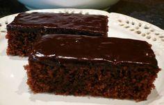 Šťavnatý čokoládový zákusek  5 ksvajec 1 hrnekkrystalového cukru 1 hrnekpolohrubé mouky 1 hrnekGranka 1 hrnekoleje 1 bal.prášek do pečiva Na polití: 1/2 hrnkuuvařené oslazené kávy Nescafé malinový džem na potření Poleva: 2,5 dlsmetany ke šlehání 200 gčokolády na vaření