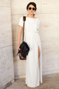 perfect white maxi for summer // Fashion Trends // Style Beauty And Fashion, Look Fashion, Passion For Fashion, Dress Fashion, White Fashion, Fashion Clothes, New York Fashion Week Street Style, Street Fashion, White Maxi