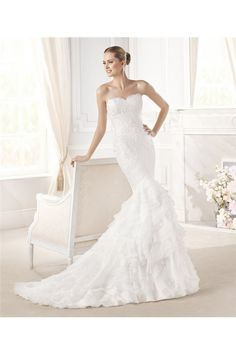 Mermaid Sweetheart Neckline Lace Organza Ruffle Tiered Wedding Dress With Buttons