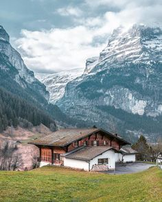 Grindelwald, Bernese Swiss alps Hey folks! How's your weekend so far? Grindelwald is located at 1,034 m (3,392 ft), do you know this…