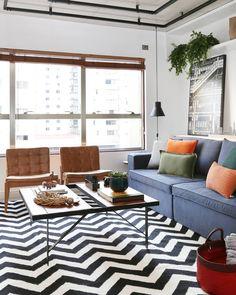 Plantas para sala: 70 maneiras de decorar com naturalidade e frescor Couch, Contemporary, Living Room, Rugs, Furniture, Home Decor, Plants, Small Living, Drawing Room Decoration