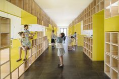 Image 1 of 15 from gallery of English for Fun Flagship in Madrid & Lorena del Río + Iñaqui Carnicero. Photograph by Imagen Subliminal Library Architecture, School Architecture, Interior Architecture, Madrid, School Furniture, Kids Furniture, Studio Interior, Interior Design, Commercial Architecture