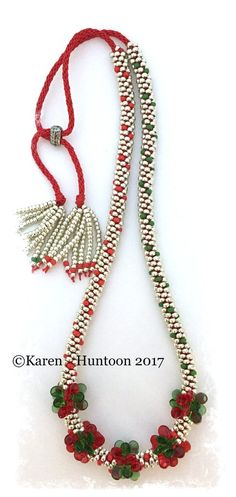 **Pip Cluster Bead Necklace Kit - Happy Holidays