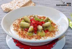 Bol de queso fresco con kiwi, granada y semillas | Gastronomía & Cía