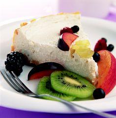 Pastel de queso con fruta fresca