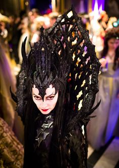 This image of a Maleficent style evil queen or villain was taken at a costume ball in Antwerp, Belgium in Theatre Costumes, Movie Costumes, Halloween Costumes, Wiccan, Dark Queen, Evil Queens, Queen Costume, Fantasy Costumes, Dark Beauty