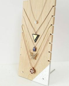 ewellery display set for craftshow or shopwindow Jewellery display set for craftshow or shopwindow Jewellery Storage, Jewellery Display, Jewellery Organizer Diy, Diy Home Crafts, Jewelry Organization, Diy Art, Diy Gifts, Diy Furniture, Diy Projects