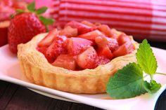 V kuchyni vždy otevřeno ...: Rebarborové koláčky s jahodami a jogurtem