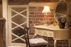 The dressing table at Dons Barn, Suffolk. http://www.grove-cottages.co.uk/Dons%20Barn/