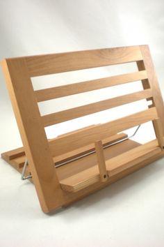 Deze elegante boekenhouder houdt je kookboek stevig vast, zodat jij een extra hand vrij hebt om te proeven ;-). Wooden Reading Rest - €42,50 - That Company Called IF