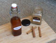 Zimtsirup selbermachen geht ganz einfach. Rezept im Blog. Cinnamon syrup Cocktails, Drinks, Hot Sauce Bottles, Spices, Vegan, Desserts, Food, Advent, Food Gifts
