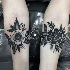 Delicate Flower Tattoo, Small Flower Tattoos, Flower Tattoo Arm, Flower Tattoo Shoulder, Small Tattoos, Tattoo Floral, Elbow Tattoos, Finger Tattoos, Body Art Tattoos