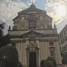 La luce divinaaaaaaaaaaaa andiamoooooooo siamo vivi e siamo in piedi godiamocela sta cazzo di vita che corre in fretta corriamo più veloce di lei #run#morning#life#mentality #church #sun#livefast #love#me#dream#dreamer #italy #milanodaclick #milanodavedere #milano #iphone6s #sport#passion#story#gliry#fuckyou #sky#skythelimit by gior7278