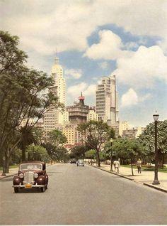 Década de 1950 - Parque Dom Pedro II. Continuação da Rua do Gasômetro após a Avenida Mercúrio, em direção à Praça Fernando Costa. A direita, fora da foto está Palácio das Indústrias. Hoje esse trecho de rua desapareceu e faz parte do entorno do Palácio das Indústrias.