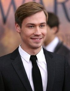 David Kross Hairstyle, Makeup, Suits, Shoes, Perfume - http://www.celebhairdo.com/david-kross-hairstyle-makeup-suits-shoes-perfume/