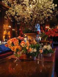GORGEOUS decorative surface display http://www.ariellaflowers.com/files/gimgs/104_d2.jpg