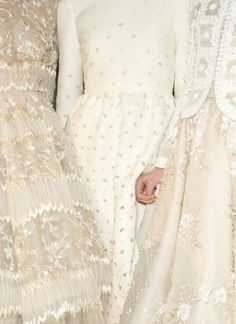 backstage at valentino haute couture spring/summer 2013 wedding gowns. Haute Couture Style, Valentino Couture, Valentino Designer, Runway Fashion, High Fashion, Fashion Glamour, Fashion Models, Fashion Trends, Party Mode