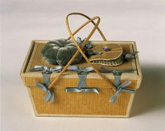 Shaker poplarware box, Mount Lebanon, NY circa 1910. These sewing baskets were made by the Shakers for sale in their gift shops and catalogs.   Shaker Museum | Mount Lebanon Collection - New Lebanon, NY