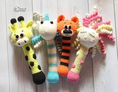ideas for crochet unicorn rattle Giraffe Crochet, Crochet Unicorn, Crochet Baby Pants, Cute Crochet, Foster Baby, Crochet Cowl Free Pattern, Crochet Mandala, Lion Brand Yarn, Teething Toys