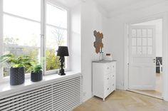 Cubre radiador Divider, Scandinavian Interiors, Room, Furniture, Decoration, Ideas, Home Decor, Scandinavian Living Rooms, House Decorations