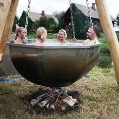 Il y a jacuzzi et jacuzzi... Vous pouvez aussi visiter notre rubrique sauna, jacuzzi et hammam sur webdeco.be - http://www.webdeco.be/decoration-les-spas-saunas-hammam.htm