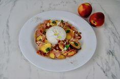 Salade de pêches au prosciutto et à la burrata Olives, Menu, C'est Bon, Mozzarella, Eggs, Breakfast, Food, Roasted Almonds, Recipe
