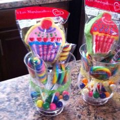 Cupcake theme party centerpieces add balloons.