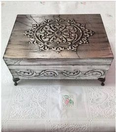 Cigar Box Projects, Cigar Box Crafts, Wood Projects, Decoupage Vintage, Decoupage Box, Soda Can Crafts, Diy And Crafts, Pewter Art, Painted Wooden Boxes