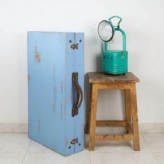 Maleta mesa en azul cielo | Auxiliar | Muebles Chic Shop, Suitcases, Diy, Furniture, Suitcase Table, Vintage Style, Sky, Blue Nails, Mesas
