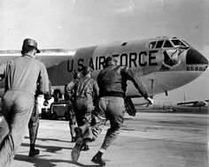 Happy Birthday U. Here, pilot and crew scramble to @ Fairchild Air Force Base, Wadshington state, during a 1961 alert. Air Force Bases, Us Air Force, Military Jets, Military Aircraft, Military Brat, Air Force Pictures, Strategic Air Command, B 52 Stratofortress