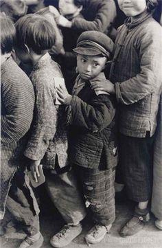 Henri  Cartier-Bresson  Shanghai. - 1949
