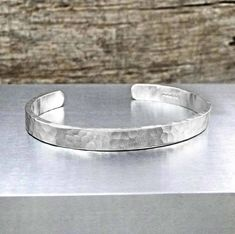 Are you interested in our Hammered silver bracelet Men Women? With our Matt silver bracelet Men Women you need look no further.