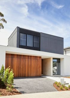 Thomas Archer designs and builds uniquely Australian architecture. View our gallery of renowned home architecture projects we have undertaken. Cladding Design, Facade Design, Architecture Design, House Entrance, Main Entrance, Building Design, Building A House, Modern Garage, Australian Architecture