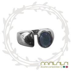 Moderno #anillo de #plata  #ring #silver #accesories #diseñoExclusivo #elegancia #fashion #femenino #fino #gift #guapa #handmade #hautecouturejewelry #instafashion #jewel #joya #joyeria #joyeriadediseño #ladies #MadeinSpain #madrid #magia #MalalaDePerlas