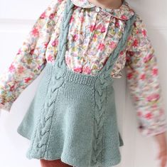 / Easy enough twirly skirt! (norwegian and english) Enkelt nok snurreskjørt! / Easy enough twirly skirt! (norwegian and english) Ravelry, Knitting For Kids, Baby Knitting Patterns, Knit Baby Dress, Baby Skirt, Knit Skirt, Crochet Baby, Knitwear, Kids Outfits