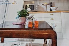 Maalla-lehti 2/2014. Nappe-lasit. Kitchen Island, Interiors, Home Decor, Island Kitchen, Decoration Home, Room Decor, Interieur, Interior Design, Interior Decorating