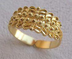 #rings #goldrings #puregoldrings #floralshapegoldrings #simplgoldrings Gold Rings Jewelry, Gold And Silver Rings, Jewelry Design Earrings, Gold Jewellery Design, Gold Diamond Rings, Wedding Jewelry, Wedding Rings, Gold Finger Rings, Gold Ring Designs