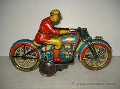 Antigua Motocicleta en Hojalata Litografiada de PAYÁ y Juguetes RAI , IBI del año 1933.